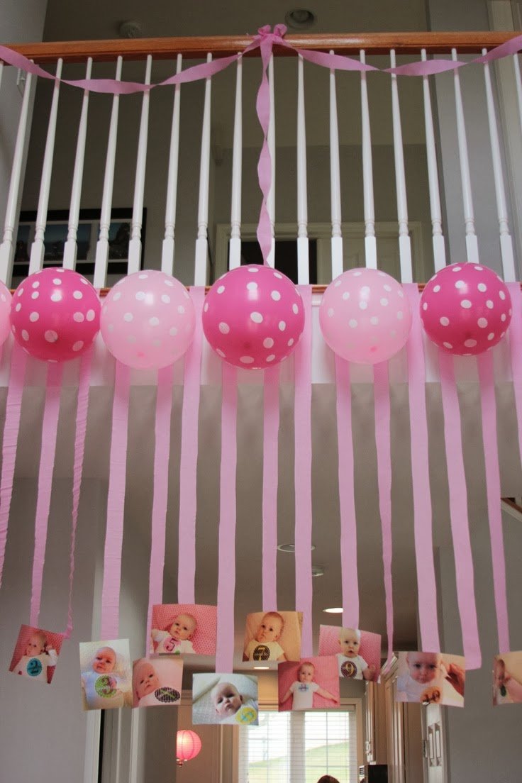 Como fazer painel de papel crepom for Baby girl birthday decoration pictures