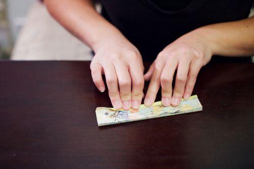como-fazer-roseta-de-papel-passo-a-passo